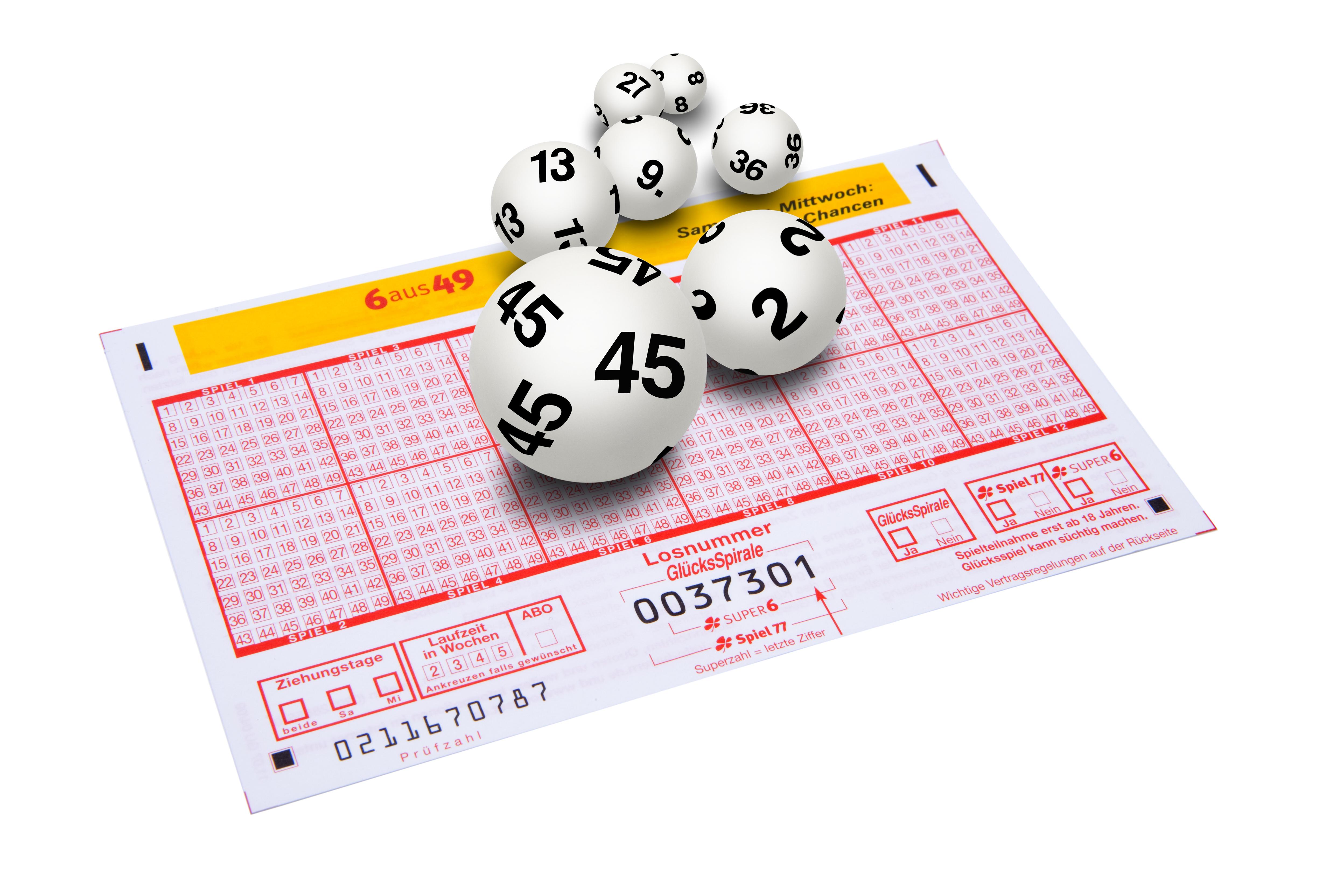 Carton y bolas para jugar al bingo
